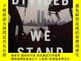 二手書博民逛書店Divided罕見We Stand: A Biography o