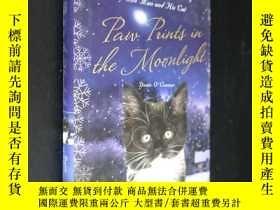 二手書博民逛書店Paw罕見Prints In The Moonlight: Th