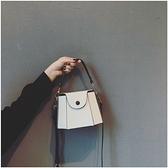 水桶包 法國小眾高級感包包女2021新款潮百搭上新網紅斜挎水桶包小包  卡洛琳
