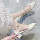 粗跟包頭一字扣涼鞋女2021年春夏季新款單鞋中跟尖頭中空高跟鞋子 pinkq時尚女裝