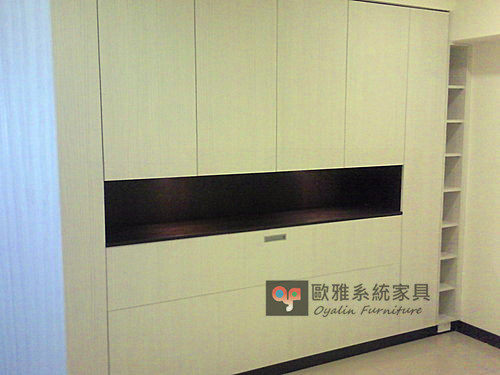 【歐雅系統家具】主臥床頭櫃 TS推拉門衣櫃 崁燈床頭上掀櫃