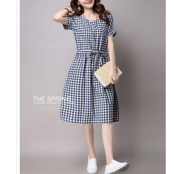 漂亮小媽咪 格子棉麻洋裝 【D6999】 腰部抽繩 綁帶 短袖 寬鬆 孕婦裝 加大 洋裝 格紋