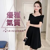 黑色洋裝--赫本式優雅性感微V領公主線挖肩短袖連身裙(黑XL-3L)-D443眼圈熊中大尺碼
