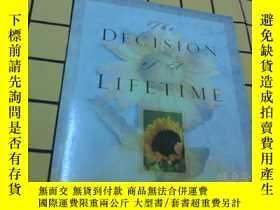 二手書博民逛書店THE罕見DECISION OF A LIFETIME(英文原版