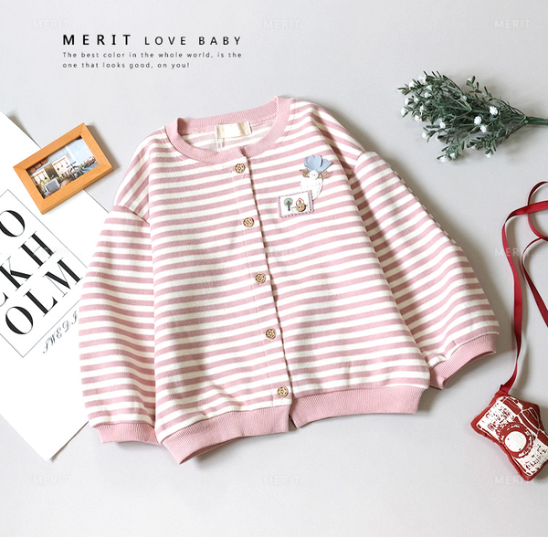 日系溫柔粉色條紋木釦貼布裝飾小外套 粉色 女童外套 兒童外套 針織 縮口 排釦 秋款 哎北比童裝