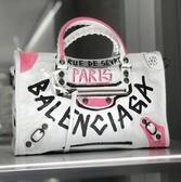 ■專櫃77折■ Balenciaga 全新真品 Classic City 中款 431621 Graffiti 羊皮塗鴉機車包 白.黑.粉 配色