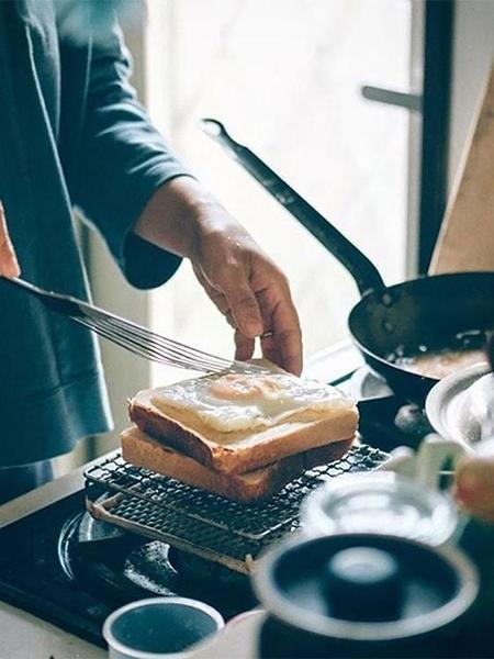 同合日本進口礪波燒烤網家用陶瓷不銹鋼三明治烤網烤魚烤肉夾子網 印巷家居