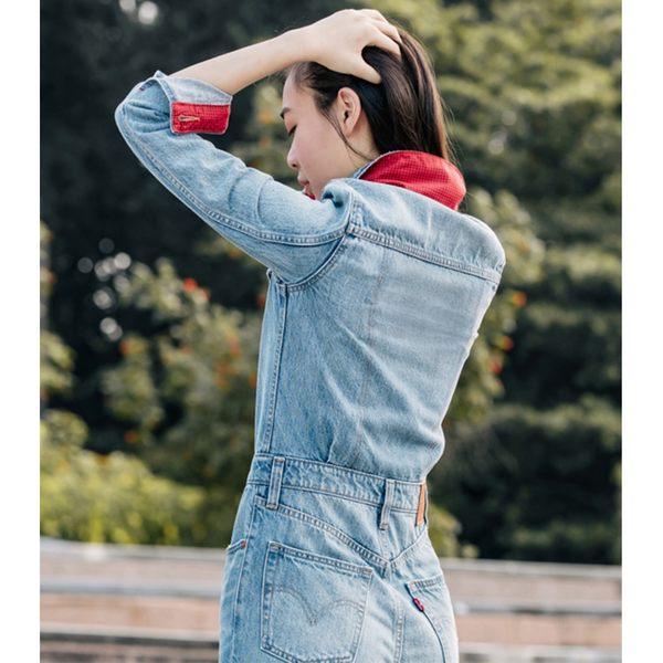 [買1送1]Levis 女款 牛仔連身工作褲 / 復古高腰修身版型 / 鈕扣穿脫