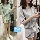 【V1776】shiny藍格子-微甜女孩.純色V領上衣不規則短褲兩件式套裝
