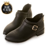 amai頂級牛皮-《Ada艾達》皮帶方釦雙V側開踝靴 黑