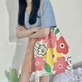 Chic春夏新款 花朵度假風單肩帆布包包購物袋書包女IG熱門款側背包