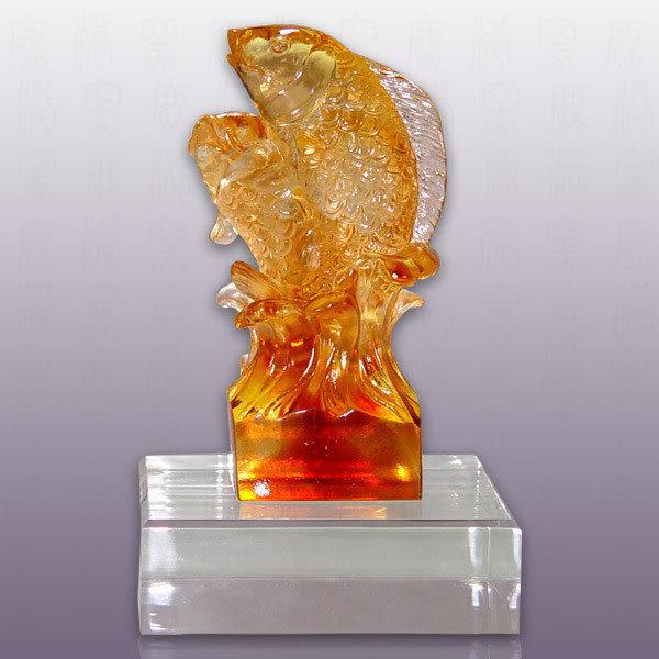 水晶琉璃~魚躍含水晶座~可當擺飾、可當獎牌~附古法制作珍藏保證卡~免運費送到家