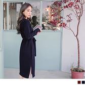 OB嚴選《DA3048-》附綁帶V領素色仿毛料雙開岔洋裝.2色--適 S~L
