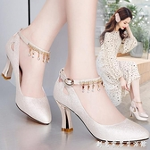 一字扣尖頭高跟皮鞋女2020新款天天大東細跟中跟女士百搭淺口單鞋