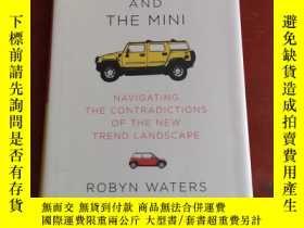 二手書博民逛書店The罕見Hummer and the Mini: Navigating the Contradictions o
