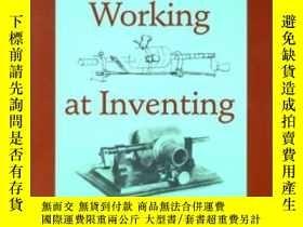 二手書博民逛書店Working罕見At Inventing: Thomas A.