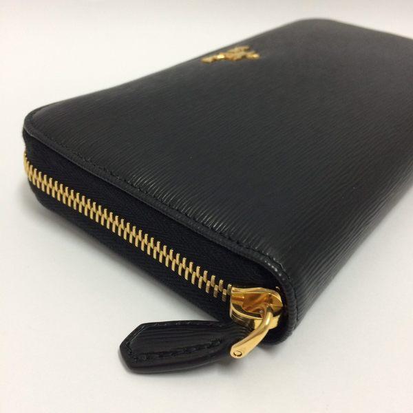 PRADA全新真品 1ML506 防刮 水波紋 牛皮 ㄇ拉鍊 長夾(黑色) ~ 現貨