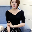 春夏黑色半袖大v領t恤女中袖 前后雙V露背緊身上衣修身顯瘦打底衫 三角衣櫃