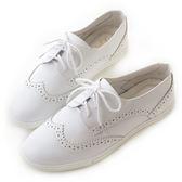 amai柔軟皮革雕花綁帶休閒鞋 白