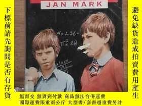 二手書博民逛書店英文原版罕見Hairs in the Palm of the Hand by Jan Mark 著Y27808