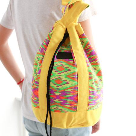 泰國 HOMEWARD BOUND 民族圖騰紋抽繩束口後背包 彩色格菱 收納袋 書包 雙肩