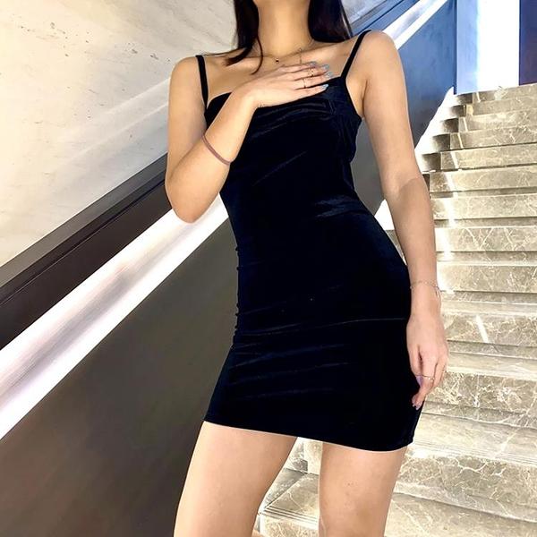 17sui法式小黑裙洋裝女 歐美ins新款蹦迪修身顯瘦吊帶包臀裙 伊衫風尚