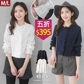 【五折價$395】糖罐子立領荷葉袖鬆緊造型線條上衣→現貨(M/L)【E52499】
