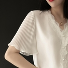 緞面襯衫 高端雪紡襯衫女短袖2021新款時尚氣質蕾絲V領白色上衣洋氣小衫夏 設計師