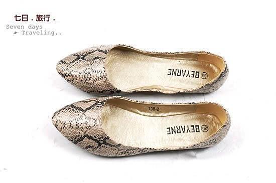 大尺碼女鞋小尺碼女鞋毆美個性亮面蛇紋尖頭舒適娃娃鞋女鞋平底鞋包鞋杏色(31-43444546)#七日旅行