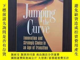 二手書博民逛書店Jumping罕見the Curve: Innovation and Strategic Choice in an