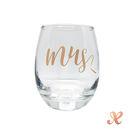 清澈無瑕的玻璃對杯見證愛情的溫度在每個清脆的交杯時刻。
