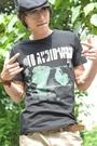 現貨4折出清不退不換,慎選-男款日系野戰叢林圖案設計發泡英文男圓領短袖T恤【cin651】