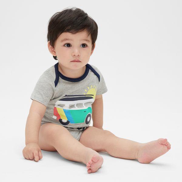 Gap男嬰兒 妙趣圖案短袖圓領包屁衣 464437-淺麻灰