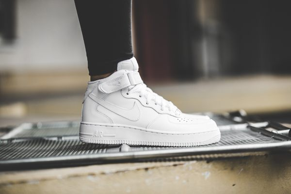 NIKE Wmns Air Force 1 Mid 07 LE 全白 高筒 皮革 女 女生  (布魯克林) 366731-100
