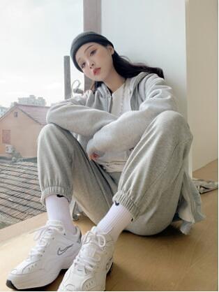 灰色運動褲女寬鬆束腳褲秋冬季顯瘦百搭2020新款休閒衛褲