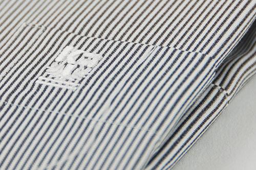 【金‧安德森】黑白細線條長袖襯衫