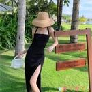 露背洋裝法式赫本風黑色掛脖一字肩露背吊帶禮服連身裙性感開叉氣質包臀裙 愛丫 免運