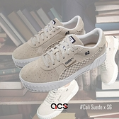 Puma 休閒鞋 Cali Suede x SG 女鞋 麂皮 灰 白 板鞋 聯名款 運動鞋 【ACS】 37333401