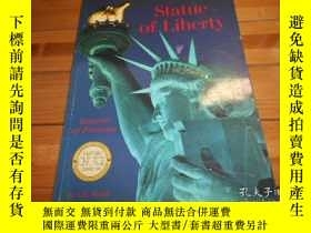 二手書博民逛書店Statue罕見of Liberty, Beacon of Pr