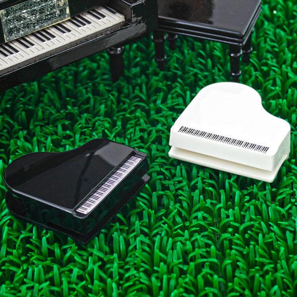 【小叮噹的店】台製 NC049 磁鐵鋼琴夾 三角鋼琴 造型筆插鋼琴磁鐵留言夾 音樂 招生 音樂教室 B20