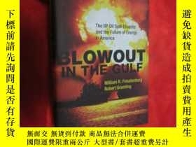 二手書博民逛書店Blowout罕見in the Gulf: The BP Oil Spill Disaster and the F