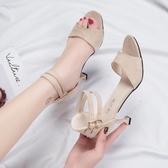 新品涼鞋 軟妹涼鞋女 中跟魚嘴鞋新款百搭韓版粗跟羅馬鞋一字扣高跟鞋