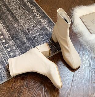 靴子 米白色馬丁靴女英倫風2021春季新款百搭彈力瘦瘦靴中粗跟短靴子【快速出貨八折搶購】