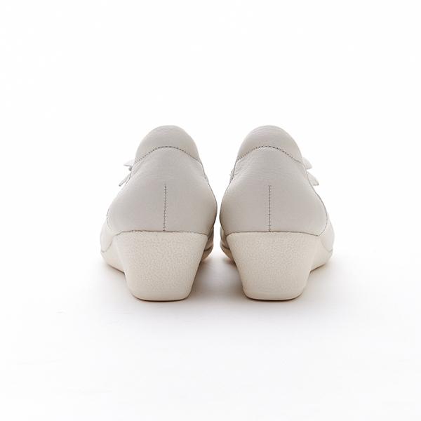 MICHELLE PARK 典雅質感拼接立體花朵鬆緊柔軟牛皮厚底娃娃鞋-米白