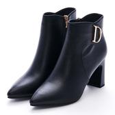 G.Ms. 尖頭D字金屬飾釦拉鍊粗高跟踝短靴-黑色