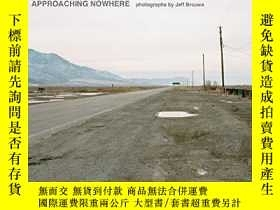 二手書博民逛書店Approaching罕見Nowhere: PhotographsY360448 Jeff Brouws WW
