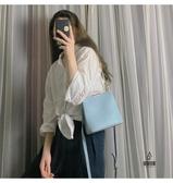 手提包女簡約側背時尚斜背鏈條包百搭小方包【愛物及屋】