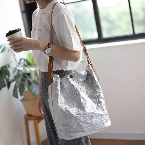 斜背包 素色 簡約 搭釦 文藝 褶皺 牛皮紙 水桶包-單肩包/斜背包【AL360】 icoca 09/20