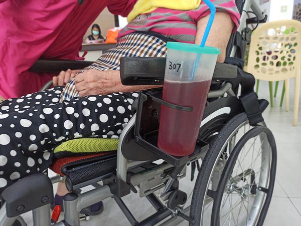 輪椅杯架 可收合調整 掛置杯架/置物架/放飲料/喝水