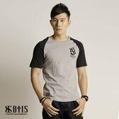 【BTIS】迷彩紋拉克蘭 圓領T-shirt  / 麻灰色
